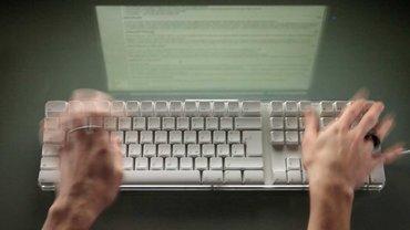 Hände an der Tastatur – Diskussion im Blog